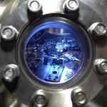Ein Blick durch das Rastertunnelmikroskop Nanoprobe. Foto: UDE Pressestelle ©