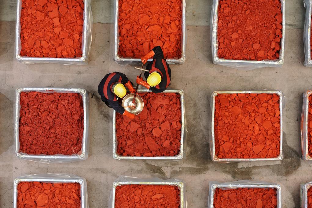 LANXESS produziert am Standort in Leverkusen Farbstoffe zur Einfärbung von Kunststoffen.