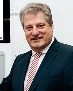Dr. Thomas Cord, Lenze