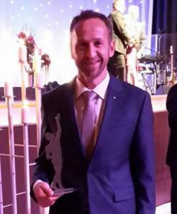 Joachim Huber mit dem Finalisten-Preis Großer Preis des Mittelstandes | Foto: Huber