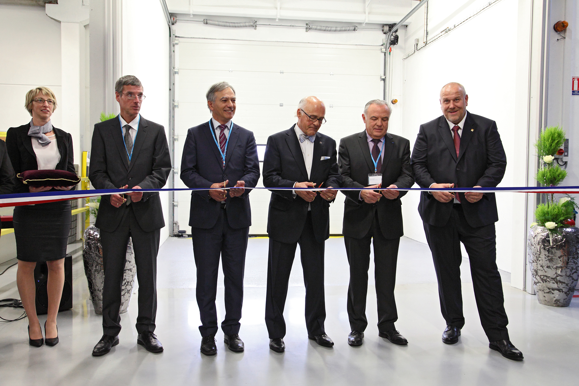 Feierliche Einweihung in Cernay: v.l.n.r. Dr. Bernd-Josef Schäfer (Geschäftsführer Endress+Hauser Flowtec AG), Monsieur Daniel Mérignargues (Sous-Préfet de Thann-Guebwiller), Klaus Endress (Präsident des Verwaltungsrates Endress+Hauser), Michel Sordi (Député-Maire de Cernay) sowie Matthias Altendorf (CEO Endress+Hauser)