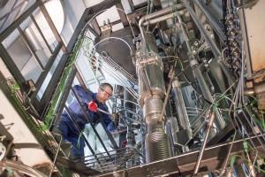 Prof. Johannes Schmid in der Biomasse-Versuchsanlage | Foto: TU Wien