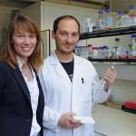 Professorin Stefanie Kürten und ihr Mitarbeiter Damiano Rovituso | Foto: Robert Emmerich