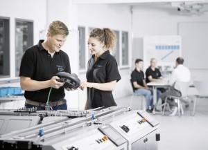 Die Lernfabrik in der Fabrik ermöglicht eine praxisnahe und bedarfsorientierte Aus- und Weiterbildung. | Foto: Festo
