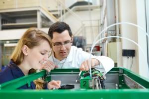 Das Netzwerk »3D Composite Print« entwickelt unter Leitung des Fraunhofer IPA neue Lösungen, um FVK-Bauteile mit 3D-Druck kostengünstig herzustellen.   Foto: Fraunhofer IPA