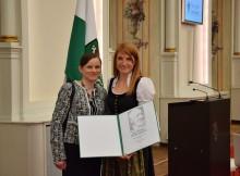 Sandra Schlögl (Senior Researcher am PCCL) und Simone Radl (Researcher am PCCL) bei der Verleihung des Josef Krainer Förderungspreis 2016 in der Aula der alten Universität. | Foto: PCCL