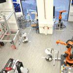 """Festo Österreich ist Partner des Projekts """"Digitale Fabrik"""" an der Fachhochschule Technikum Wien. Robotinos sorgen für den flexiblen Transport der Produkte – an einer Station mit einem Handling und einer Kamera von Festo wird der Bereich Qualitätssicherung abgebildet.   Foto: FH-Technikum / Festo"""