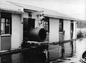 Endress+Hauser produzierte die ersten magnetisch-induktiven Durchflussmessgeräte in einer ehemaligen Militärbaracke (1977). | Foto: Endress+Hauser