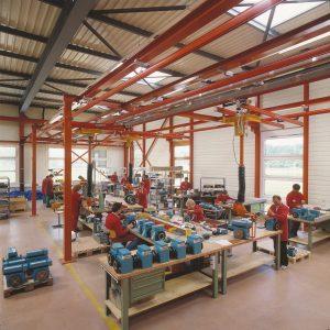 Bereits fünf Jahre später (1982) erfolgte der Zusammenbau der Messgeräte in damals modernsten Produktionshallen. | Foto: Endress+Hauser