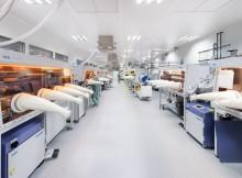 In der Pilotanlage für gedruckte Elektronik des Fraunhofer IAP sollen künftig auch kostengünstige Solarzellen aus Perovskit im industrienahen Maßstab gedruckt werden. Foto: Fraunhofer IAP, Till Budde