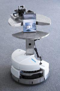 Zwei Robotinos in Premium Edition sorgen in der Digitalen Fabrik der FH Technikum Wien für den zuverlässigen Werkstücktransport zwischen den Bearbeitungsstationen. Foto: Festo / FH Technikum Wien