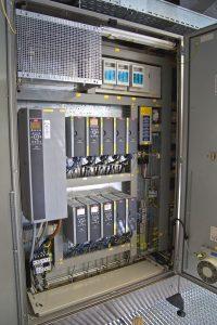 VLT Automation Drives als abgesetzte Drehzahlregelung im Schaltschrank erhöht die Effizienz des gesamten Antriebssystems erheblich: Valser Mineralquellen spart durch die neue Antriebslösung bei höherer Anlagenperformance rund 10 % Energie ein. | Foto: Danfoss