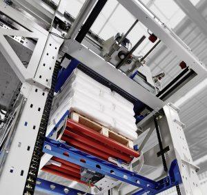 Der BEUMER paletpac erstellt exakte, stabile und damit platzsparende Sackstapel. | Foto: BEUMER Group