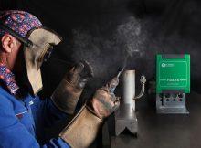 Das Feinstaubmesssystem besitzt zwei optische Sensoren, die den Staubgehalt auf Basis der Streulichtmessung ermitteln. Das Gerät kann individuell kalibriert werden – so lässt es sich etwa auf die Messung unterschiedlicher Staubarten wie Schweißrauch oder silikatische Stäube einstellen – und verfügt über verschiedene Schnittstellen zur Ausgabe der Daten. | Foto: Dr. Födisch Umweltmesstechnik AG