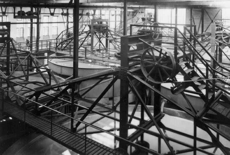 Eindicker im Uerdinger Eisenoxidbetrieb 1 im Jahr 1929 - drei Jahre nach Produktionsstart.  Foto: Bayer AG