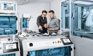 Qualifikation für Industrie 4.0: Festo Didactic bietet mit der CP Factory eine cyber-physische Lern- und Forschungs-plattform. Die Plattform bildet die Stationen einer realen Produktionsanlage modellhaft ab. | Foto: Festo