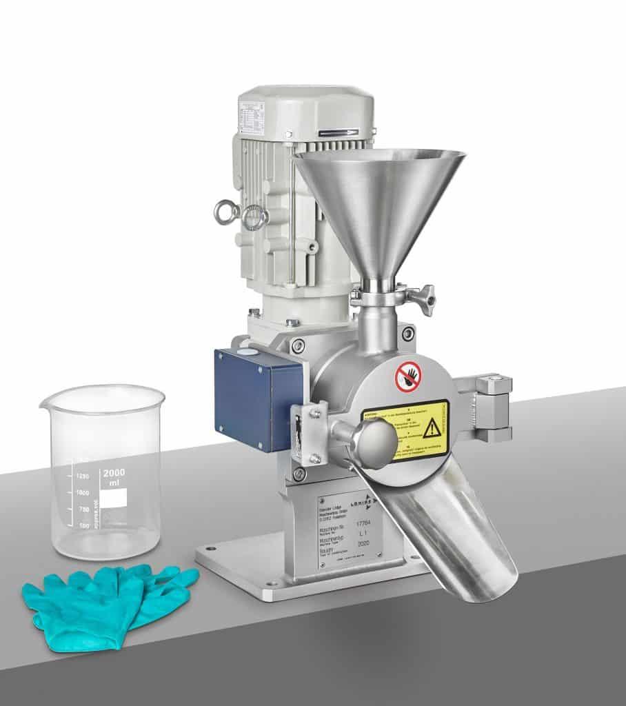 Die kleinste Maschine der Firmengeschichte von Lödige, ein Pflugschar®-Labormischer Typ L 1, kommt im High-Containment-Bereich zum Einsatz.   Grafik: Lödige