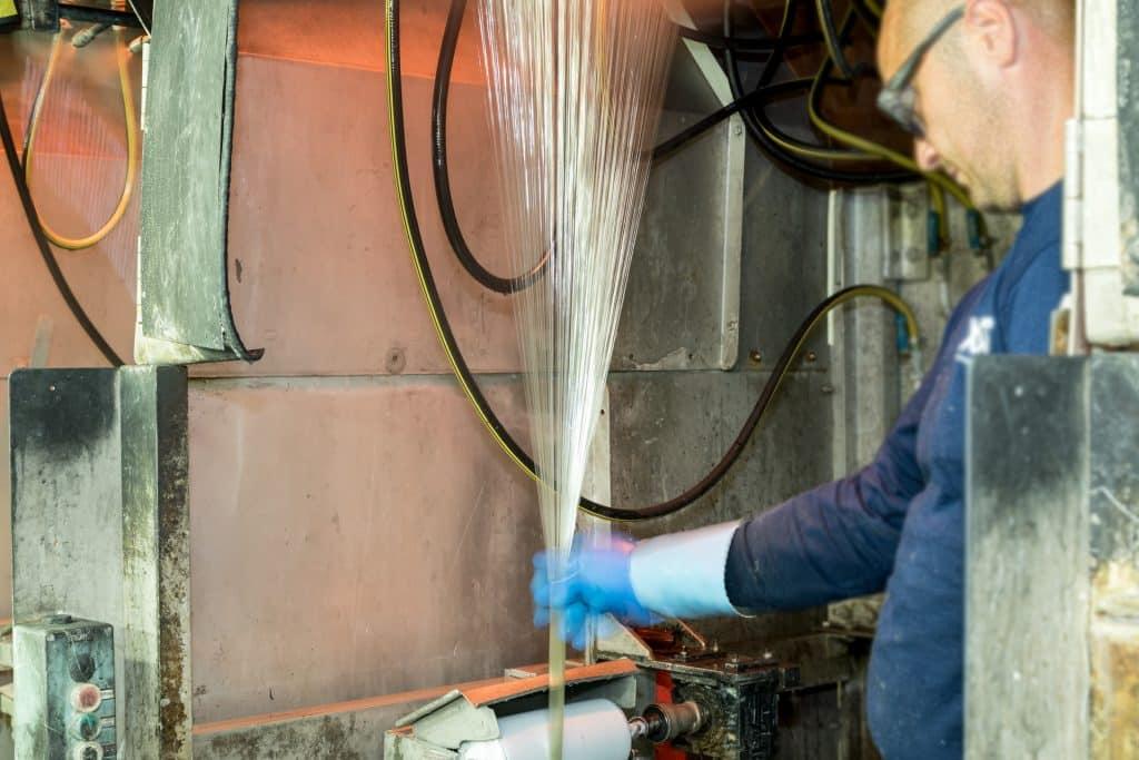 LANXESS setzt in seiner Glasfaserproduktion in Antwerpen auch Glasabfälle ein.   Foto: LANXESS AG