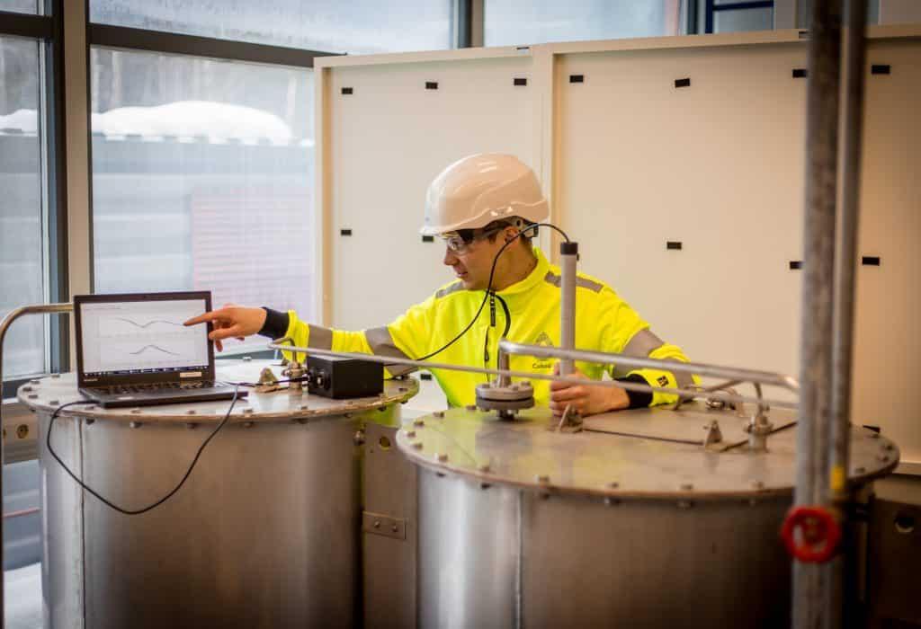 Die Collo-Sensoren können in den kritischen Phasen eines Flüssigkeitsprozesses angeordnet werden, z. B. um den Einsatz von Rohstoffen und Chemikalien gemäß den Online-Daten aus dem Analysator zu optimieren.   Foto: Amandeep Singh