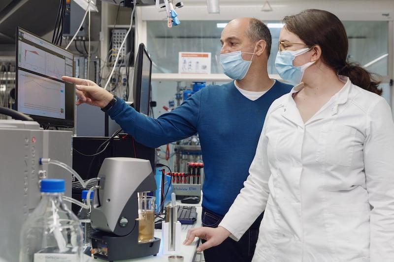 Extraktion und Analyse der Farbe aus den verwendeten Sekundärrohstoffen | Foto: ZHAW