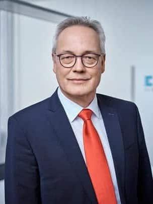 Dr. Frank Wegener, CEO ESIM Chemicals freut sich über abgeschlossene Vereinbarung über Verkauf des IM-Geschäftsbereichs an Vertellus.   Foto: ESIM Chemicals