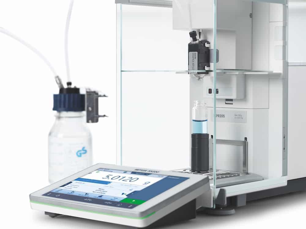 Das Liquid Handling-Modul der automatischen XPR-Waage bedeutet, dass das manuelle Wägen von pulverförmigem Probenmaterial nicht präzise sein muss. Das Modul kompensiert und liefert jedes Mal perfekte Konzentrationen, um den Durchsatz zu verbessern, Lösungsmittel zu sparen und Abfall zu vermeiden. | Foto: METTLER TOLEDO